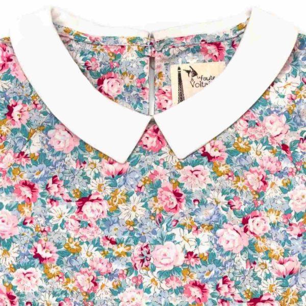 blouse fleurs liberty rose et bleu, col Claudine blanc, manches longues avec élastique aux poignets de la marque de mode pour enfant en commerce équitable LA FAUTE A VOLTAIRE