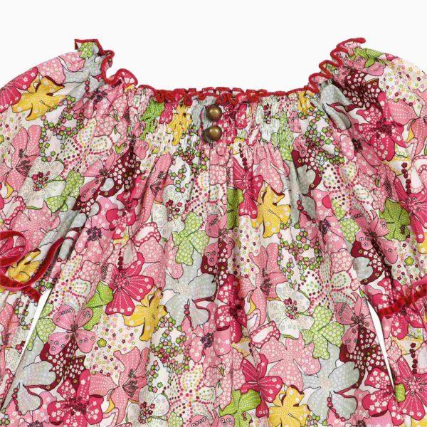 Blouse à col smocks en coton liberty fleuri rouge, jaune et vert, manches bouffantes, col smock de la marque de mode pour enfant LA FAUTE A VOLTAIRE