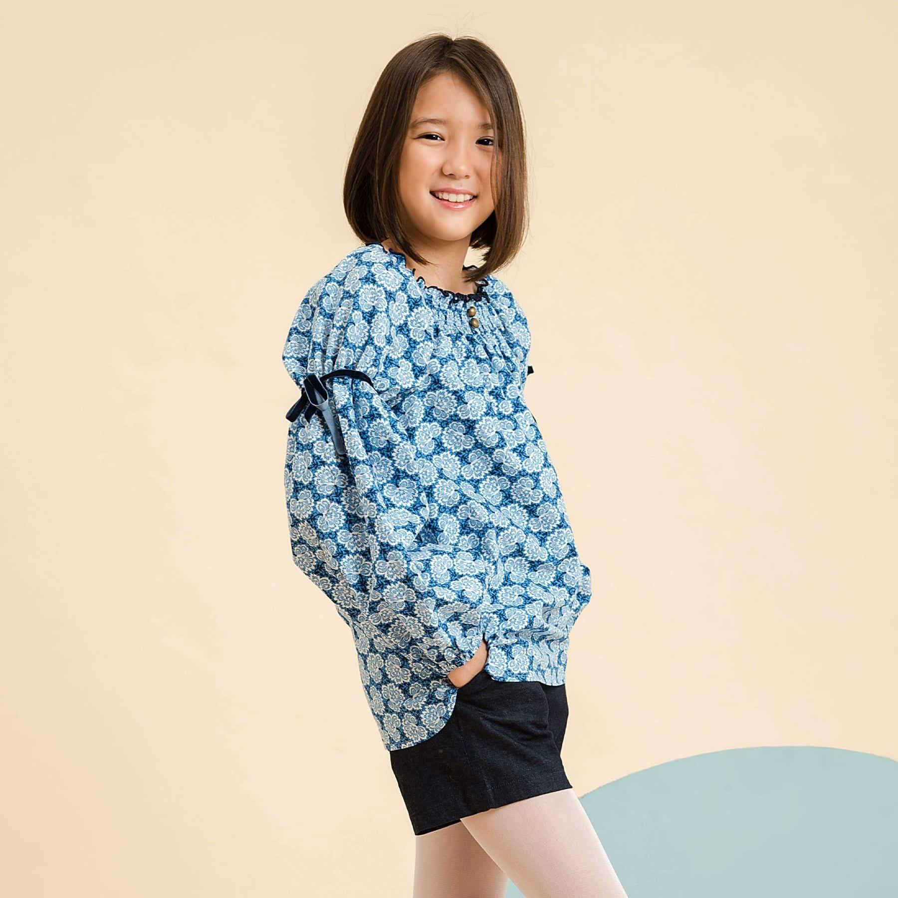 blouse coton liberty bleu roi à col smocks et manches ballons pour petites de 2 à 14 ans