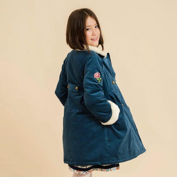 manteau en velours milleraies bleu vert et col fausse fourrure beige, boutonnières croisées et manches ajustable pour fille de 2 à 14 ans