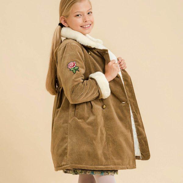 manteau long pour filles de 2 à 14 ans en velours beige avec col et manches longues ajustables en fausse fourrure blanc cassé. Mode enfant en commerce équitable LA FAUTE A VOLTAIRE