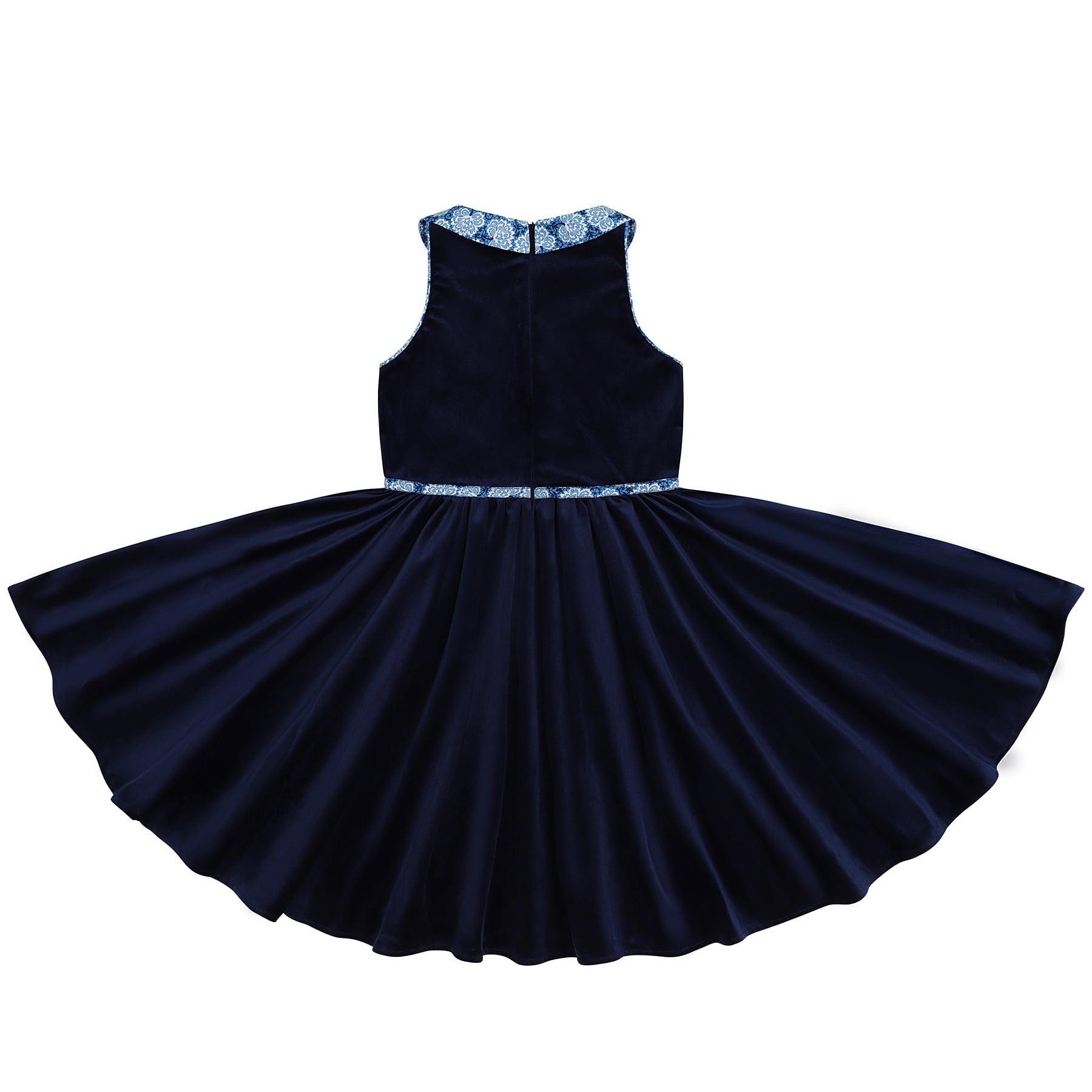 Robe qui tourne en velours milleraies bleu marine et col claudine en coton liberty bleu roi , sans manches. Création modèle HEPBURN de la marque de mode pour enfant rétro chic en commerce équitable LA FAUTE A VOLTAIRE