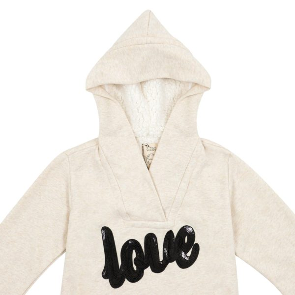 """Sweat-shirt pull en coton molletonné beige, à message sequins noir écrit """"love"""" et capuche à fausse fourrure mouton, pour petites filles de 2 à 14 ans. La Faute à Voltaire, marque française pour enfants en commerce équitable."""