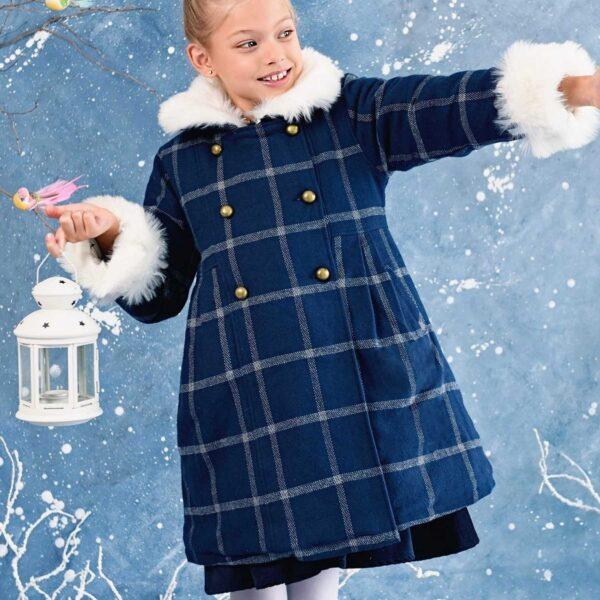 Manteau en laine carreaux bleu avec col et manches longueur ajustable en fausse fourrure blanche. Mode enfant en commerce équitable LA FAUTE A VOLTAIRE