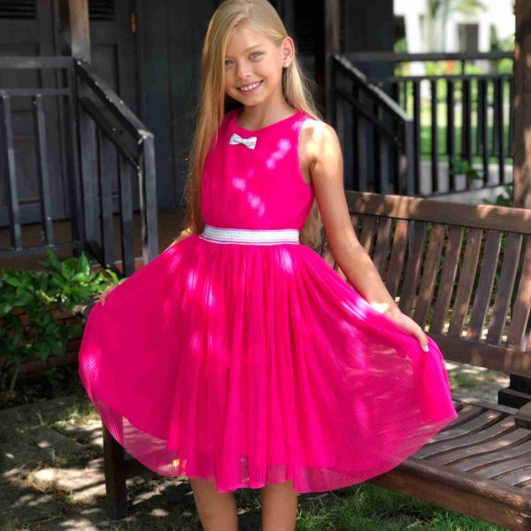robe qui tourne sans manche rose fuchsia, taille élastique argent, noeud argent, collection été pour petites filles et ados de 2 à 16 ans