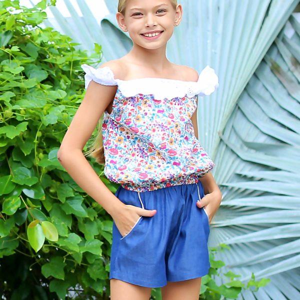 combishort été bleu fleurs liberty rose en coton denim et col broderie anglaise blanche pour filles de 2 à 14 ans