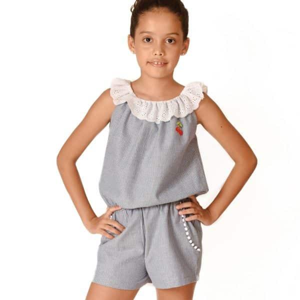 Combishort d'été pour filles de 2 à 14 ans en coton rayé bleu et beige avec col 2-en-1 en broderie anglaise blanche, poches et écusson cerise