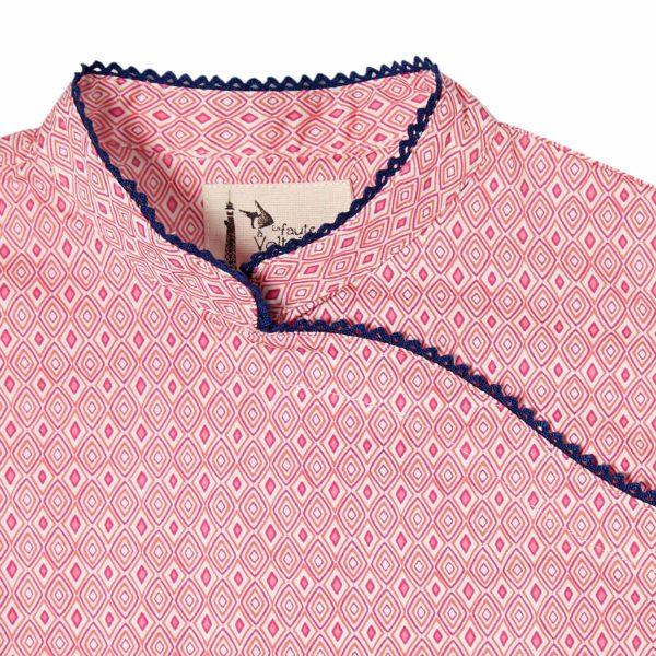robe style chinoise avec col Mao en coton rose imprimé géométrique avec dentelle bleu marine au col et sur manches courtes, pour filles de 2 à 12 ans