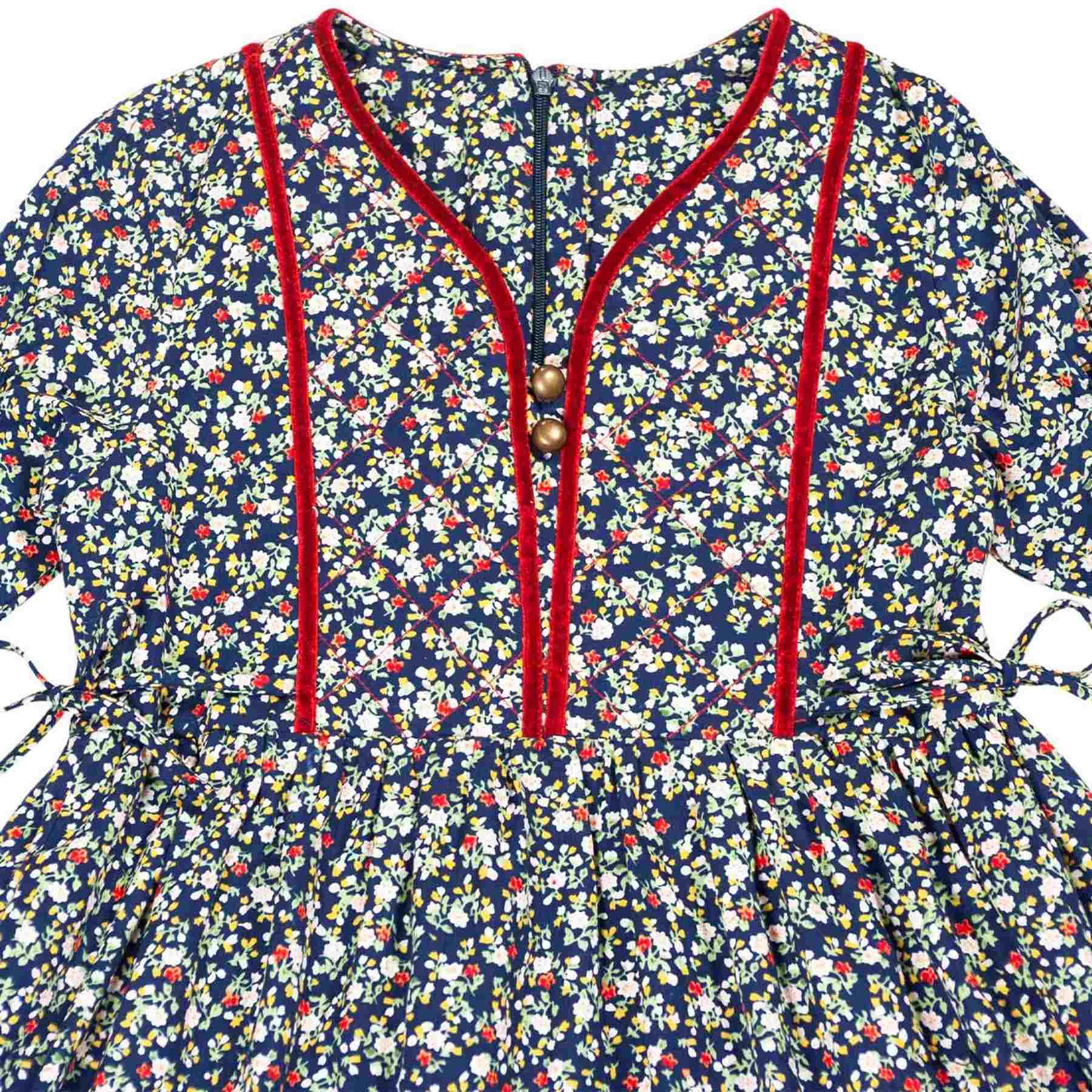 robe intersaison manches longues coton bleu marine fleuri liberty rouge avec plastron avant matelassé et ruban rouge pour petites filles de 2 à 12 ans