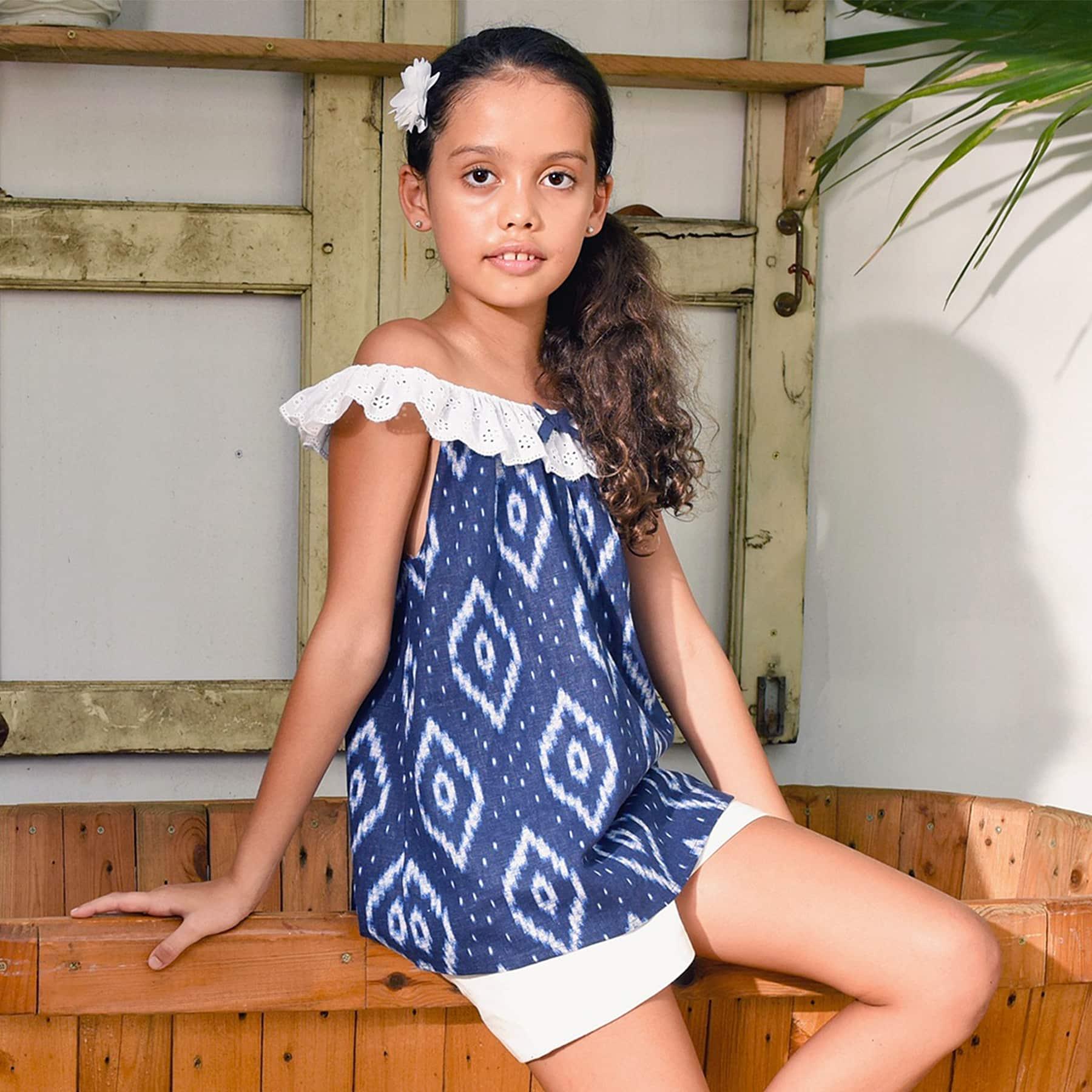 Blouse d'été bohème en coton tie and dye bleu marine avec col élastique en broderie anglaise pour filles de 2 à 14 ans