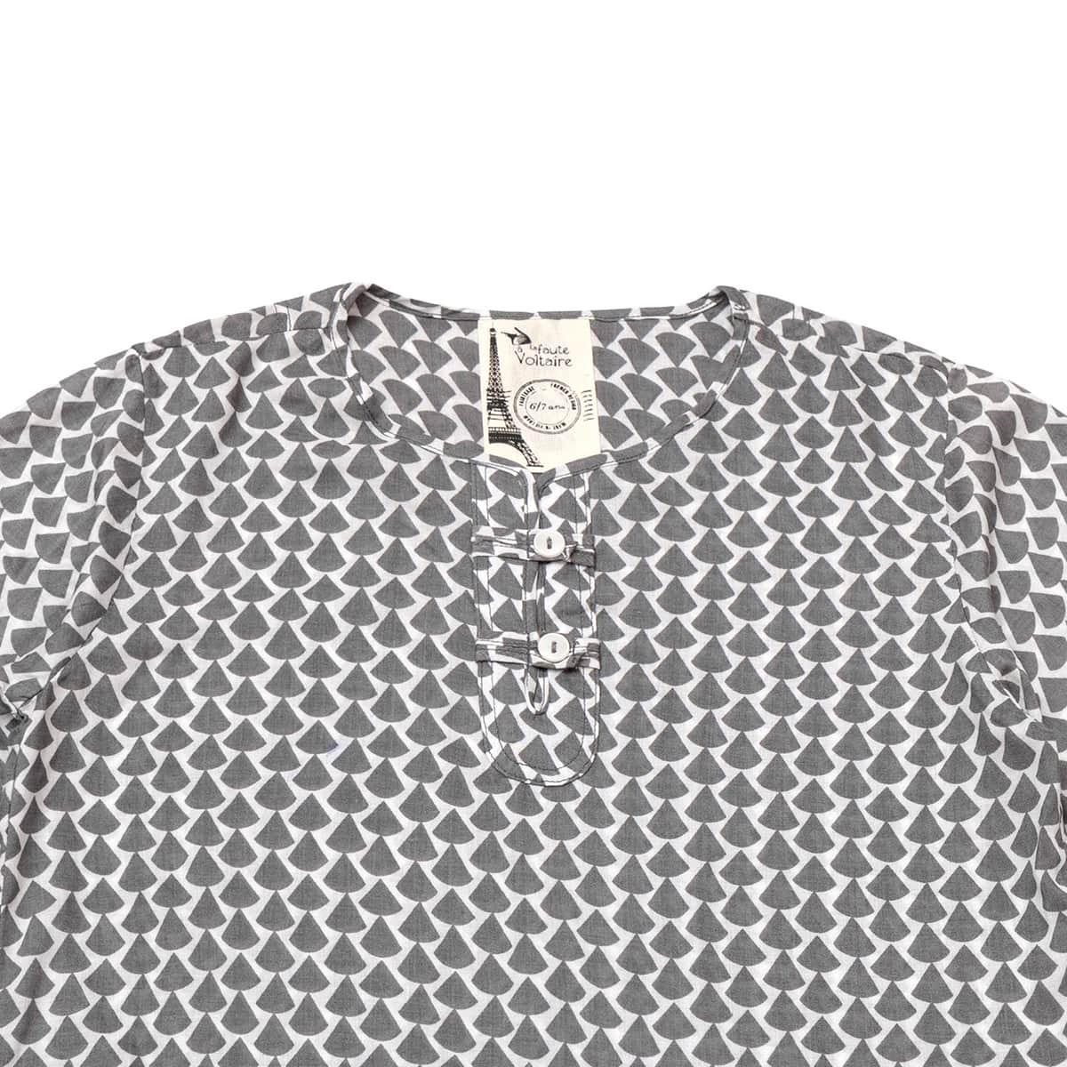 Chemise liquette légère en voile de coton imprimé graphique gris et blanc avec col tunisien boutonné pour garçons de 2 à 14 ans