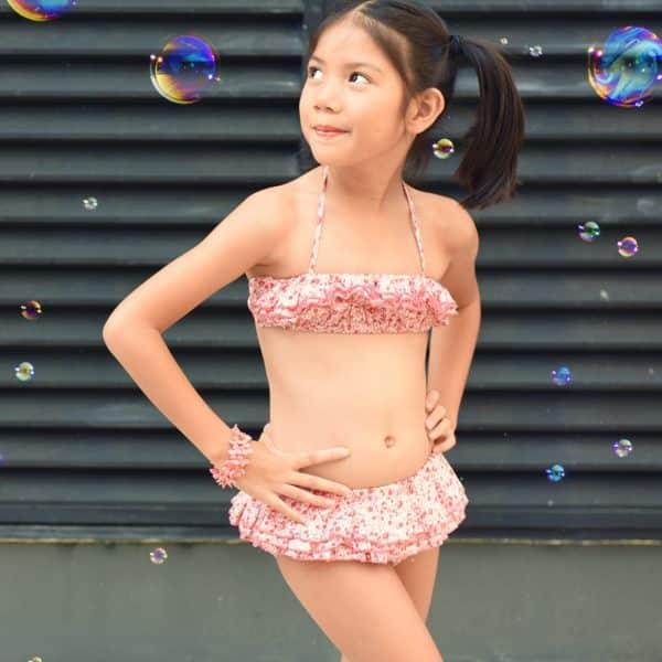 maillot bikini deux pièces à volants en coton fleuri liberty rose et fuchsia pour petites filles de 2 à 14 ans