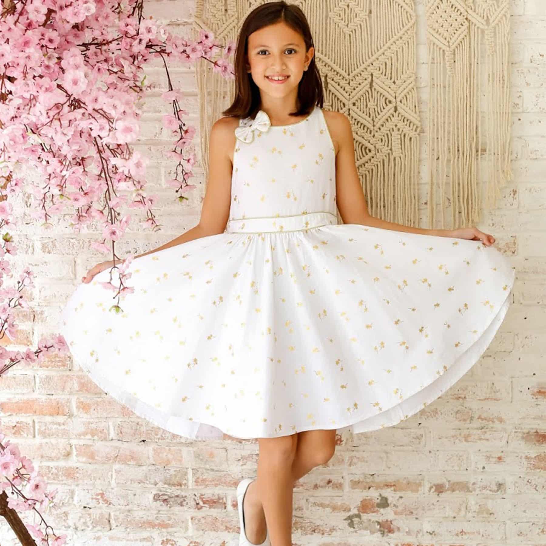 Robe qui tourne de cérémonie en lin blanc et imprimé cocotiers dorés pour petites de 2 à 14 ans de la marque de mode pour enfant LA FAUTE A VOLTAIRE