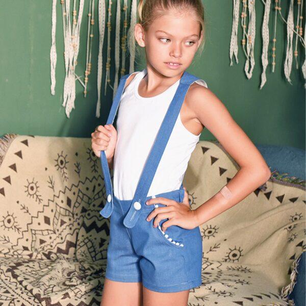 short salopette en jean pour fille denim bleu clair and bretelles amovibles de la marque pour enfant en commerce équitable LA FAUTE A VOLTAIRE