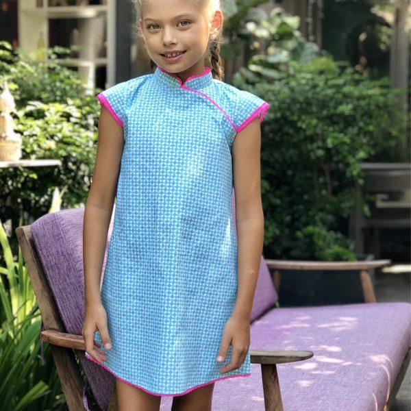 Robe chinoise été en coton graphique bleu turquoise et blanc avec Col Mao et dentelle rose fuchsia pour filles de 2 à 14 ans