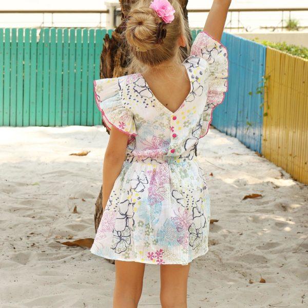 Robe été en coton blanc fleuri rose, bleu, jaune et vert avec emmanchures à volants et dos à col V pour filles de 2 à 12 ans