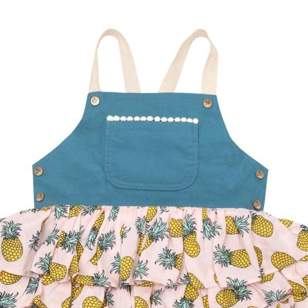 Robe salopette en coton denim bleu avec jupe à volants à imprimés ananas et bretelles croisées dans le dos pour filles de 2 à 14 ans
