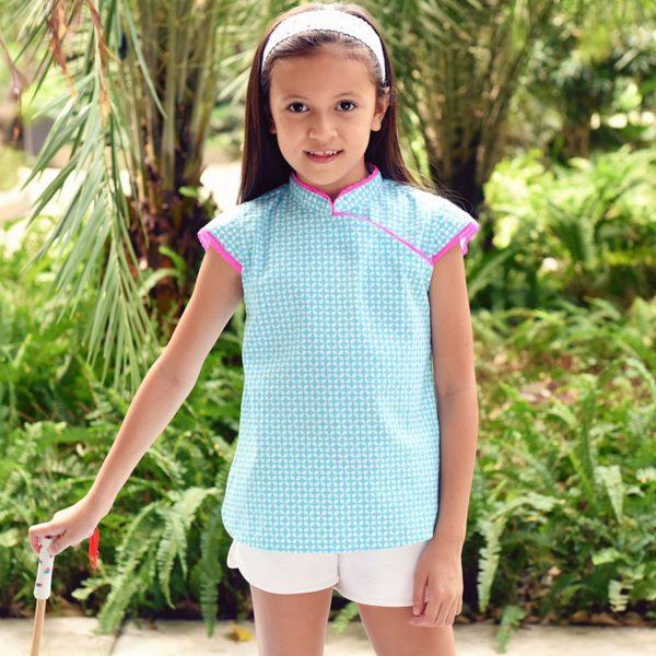 Blouse chinoise été en coton graphique bleu turquoise et blanc avec Col Mao et manches courtes bordés de dentelle rose fuchsia pour filles de 2 à 14 ans