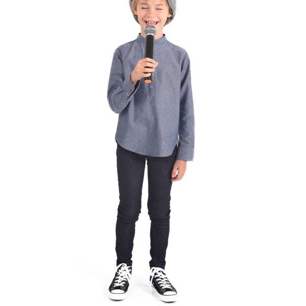 Pantalon jean à la coupe slim fit, en coton denim bleu foncé avec surpiqûre couleur bronze, taille élastique et poches, pour garçons de 2 à 12 ans. La Faute à Voltaire, marque créateur française pour enfants en commerce équitable.