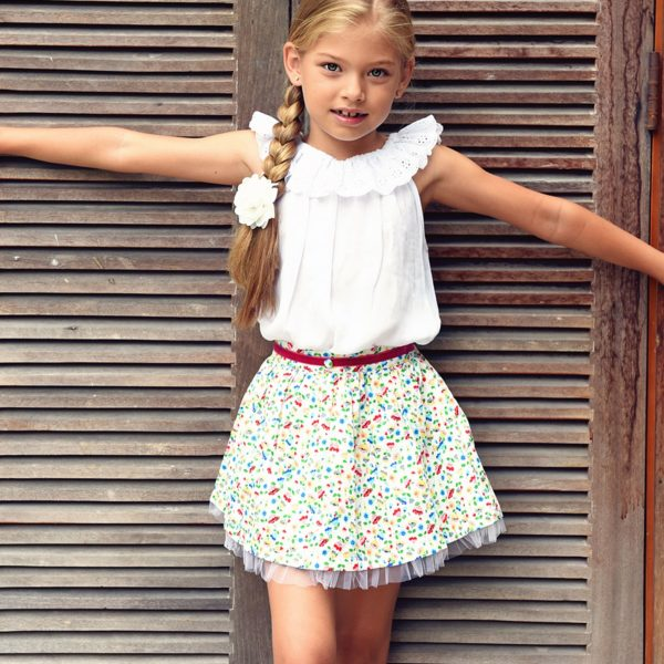 Jupe qui tourne en coton fleuri liberty multicolore bordée de tulle blanche avec poches et taille habillée d'une ceinture en velours rouge pour filles de 2 à 14 ans
