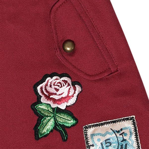 Ecusson de fleur rose sur jupe mode enfant de la marque LA FAUTE A VOLTAIRE