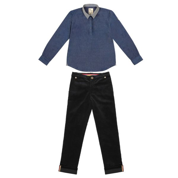 Chemise bleu denim composé d'un col rayé beige et noir et d'un pantalon en velours noir.