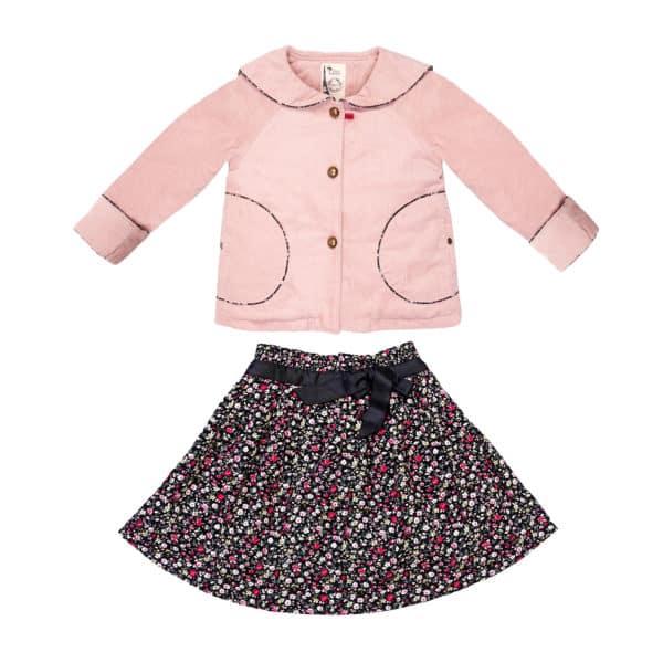 Set cadeau pour filles de 2 à 14 ans avec veste col marin en velours rose pâle et jupe noire fleuri liberty rose rouge. De la marque créateur française en commerce équitable LA FAUTE A VOLTAIRE